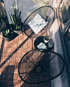 How to make a small balcony feel big - Add outdoor wooden KUTA tiles to transform the space Then use comfortable furniture that fit into t - Small Balcony Design, Small Balcony Decor, Outdoor Balcony, Balcony Garden, Balcony Plants, Terrace, Kuta, Apartment Balcony Decorating, Apartment Balconies