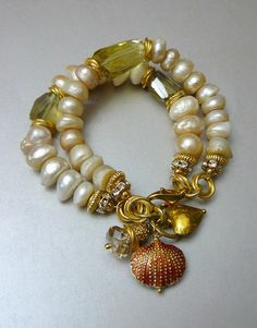 This gorgeous bracelet was made to pair with the On A Sunny Day Necklace. Both are made with the same 12 to 14mm luminescent freshwater pearls,14kg