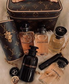 Parfum Chanel, Perfume Scents, Boujee Aesthetic, Dolce E Gabbana, Perfume Collection, Smell Good, Beauty Care, Beauty Makeup, Girly Things