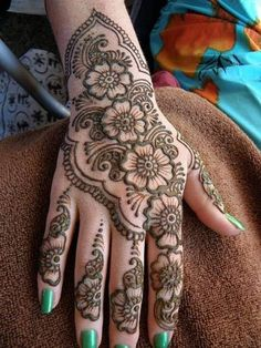 New Glitter Styles on Eid Henna Mehndi Designs 2014