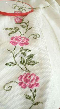 Seccadem Cross Stitch Tree, Simple Cross Stitch, Cross Stitch Borders, Modern Cross Stitch, Cross Stitch Flowers, Cross Stitch Designs, Cross Stitch Patterns, Crochet Patterns, Easy Cross