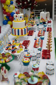 Plim Plim children's theme party - Celebrat : Home of Celebration, Events to Celebrate, Wishes, Gifts ideas and more ! Dumbo Birthday Party, Birthday Sweets, Party Sweets, Party Cakes, Happy Birthday, Birthday Cake, Party Decoration, Ideas Para Fiestas, Cake Table