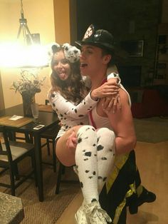 30 Halloween 2017 Couples Costumes For You And Bae That Are Totally – Page 4 – Narcity Source by carlotta_ca Related posts: Hilarious Couples Halloween Costumes Pics) The 19 Best Couples Halloween Costumes Read more… Couples Halloween Costumes Creative, Cute Couples Costumes, Cute Couple Halloween Costumes, Soirée Halloween, Easy Diy Costumes, Trendy Halloween, Halloween Outfits, Halloween Customs, College Couple Costumes