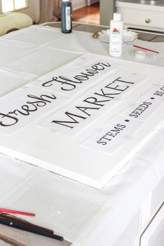 A step by step DIY and free printable to create your own Fresh Flower Market Sign. This is the perfect sign to add to either your indoor or outdoor space. Diy Flowers, Fresh Flowers, Diy Wood Signs, Outdoor Signs, Flower Market, Cute Crafts, Flower Arrangements, Free Printables, Indoor
