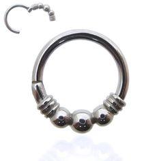 Bijou de piercing anneau en acier chirurgical orné de trois boules. Ce piercing s'ouvre et se ferme en un clic !