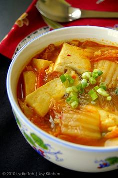 200g pork belly, sliced thinly 1 small onion, sliced 200g kimchi 1 box silken tofu, cubed Korean bean thread noodles, soaked (optional) 1 pack enoki mushroom (optional) 3-4 cloves garlic, minced 1-2 slices ginger, minced 1 tbsp cooking oil 100ml kimchi juice 600ml water 1 tbsp cooking wine (I used shaoxing) 1 tbsp gochujang (Korean chili paste) 1 tbsp white miso paste 1 tbsp light soy sauce 1 tbsp gochugaru (chili flakes) 2 stalks spring onion, cut  Methods: