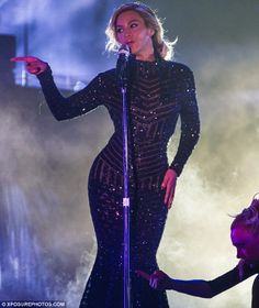 Beyonce Knowles, rocked a figure-hugging disco ball bodysuit on Monday while performing on the European leg of her Mrs Carter World Tour. Beyonce 2013, Beyonce Show, Beyonce Knowles Carter, Beyonce Style, Beyonce And Jay Z, Beyonce Performance, Divas, Prom Dress Shopping, Girls Girls Girls