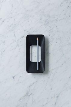 Minimalist Iron Casted Trays by Odakou Douki - Design Milk Id Design, Form Design, Shape Design, Minimalist Furniture, Minimal Design, Industrial Design, Architecture Design, Cool Designs, Product Design
