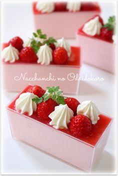 いちごのムース2 Raw Food Recipes, Dessert Recipes, Cooking Recipes, Mousse Dessert, Strawberry Desserts, Blog Entry, Strawberries, Panna Cotta, I Am Awesome
