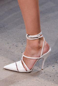Ankle strap pumps: Los tacones tendencia para primavera-verano 2014. ¡Sexies! NARCISO RODRIGUEZ.