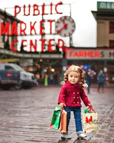 I wasn't going to take this picture in front of the Pike Place Market sign, but my dad insisted, and I'm glad he did! I love how this photo turned out. She definitely looks cute with her bags in front of the sign. Do you like going to farmers' markets? Maggie in @libertyjaneclothing