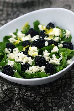 Blackberry and Feta Salad. Blackberry and feta. Feta Salad, Salad Bar, Soup And Salad, Blackberry Salad, Clean Eating, Healthy Eating, Healthy Fruits, Salad Recipes, Healthy Recipes