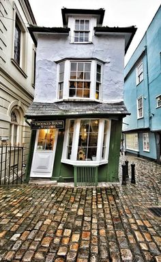 the crooked house of windsor // oldest tea house in england