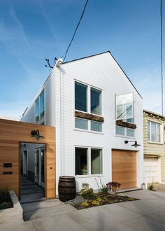 Architect Karen Curtiss of Red Dot Studio transformed a one-bedroom into a three-bedroom without increasing space. Architect Karen Curtiss's clients gave her only one mandate concerning the renovation of their early 20th-century cottage in San Francisco: convert the one-bedroom into a...