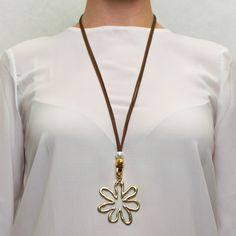 Collar largo flor dorada