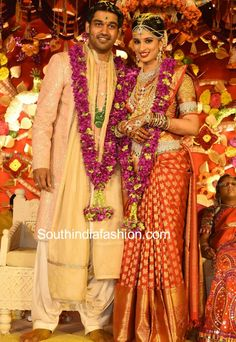 Hyderabad indastriyalist nimmagaddas Tatar Swati Prasad Mukherjee with Nimmagadda Got Married. Bridal Sarees South Indian, South Indian Weddings, South Indian Bride, Indian Bridal, Indian Sarees, Indian Groom Dress, Indian Bride And Groom, Hyderabad, Bridal Lehenga