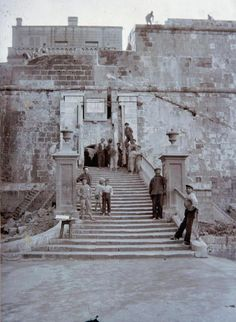 San Salvatore Fortified Gate in Birgu during the British rule in Malta. Malta History, Heaven Wallpaper, Malta Valletta, Malta Island, Fortification, New City, Close Image, Old Pictures, Entrance