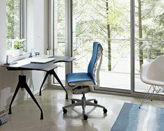 Embody chair, by Jeff Weber e Bill Stumpf per Herman Miller. Sedia ergonomica da ufficio e home office. Disponibile in diversi colori. Info e offerte su DCstore
