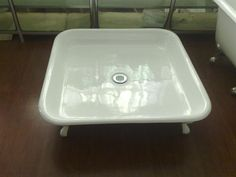 square enameled cast iron shower pan /shower base with clawfeet