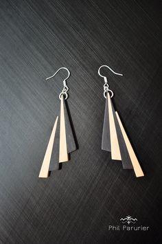 boucles d'oreilles bène blanc et noir. wooden earring, wooden jewelry contemporary jewelery