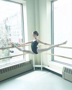 Ballet Pictures, Dance Pictures, Tango, Flexibility Dance, Ballet Dance Photography, Dance Poses, Ballet Beautiful, Just Dance, Ballet Dancers