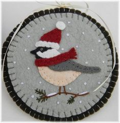 THIS IS A PATTERN! If you enjoy watching these sweet little birds as much as I do, you'll love making this set! Stitch up these friendly little chickadees using wool or wool felt. Felt Christmas Decorations, Felt Christmas Ornaments, Christmas Crafts, Christmas Earrings, Felt Embroidery, Felt Applique, Felted Wool Crafts, Felt Crafts, Penny Rug Patterns
