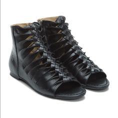 FRYE Marlene Twisted Sandal - SVL - Black Gladiator type sandal Frye Shoes Sandals