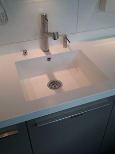 Fabulous integrated sink from silestone and kohler karbon for Silestone kitchen sinks
