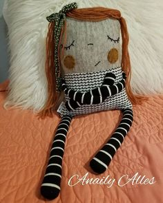Fun Unique Craft Projects To Try Doll Crafts, Diy Doll, Sewing Crafts, Sewing Projects, Monster Dolls, Fabric Toys, Fabric Crafts, Softies, Ugly Dolls