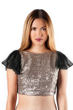 In love with all that glitters? This top is for you! The perfect sequined cropped top to style with your favorite maxi skirt, or high waisted pants! #style #top #croppedtop #stylecable #newdesigner #bymisha