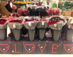 Meanwhile in waitrose... Who said romance is dead?!  #rose #romanceisdead #waitrose #valentines #happyvalentinesday #canarywharf #waitrose #thisislondon #londonlife #londonblog #londonblogger #weddingblog #weddingblogger #devinebride #roses #rosesarered by devinebride
