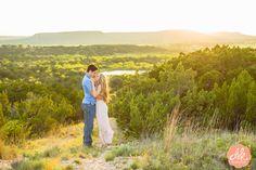 Sunsets + these two= the PERFECT engagement photo. #abilenetexas #engagementphotos