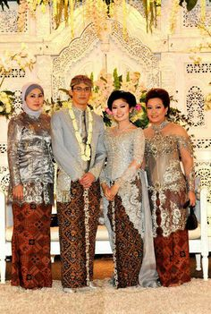 The Javanese Wedding Gown, I love the sparkles and stuff!