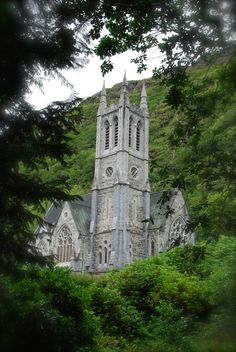 Small Gothic Church at the Kylemore Abbey Stained Glass Church, Take Me To Church, Christian Church, Place Of Worship, Art And Architecture, Great Britain, Notre Dame, Gothic, Beautiful Pictures