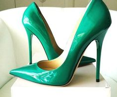 Image shared by Evelyn. Find images and videos about heels, high heels and shoe on We Heart It - the app to get lost in what you love. Stilettos, Stiletto Pumps, Jimmy Choo, Sexy High Heels, Green Heels, Patent Leather Pumps, No Me Importa, Pump Shoes, Heart