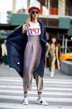 Street Style: New York Fashion Week Fall 2018 - theFashionSpot New York Street Style, Street Style Blog, Looks Street Style, Street Style Trends, Autumn Street Style, Looks Style, Street Style Women, Estilo Fashion, Look Fashion