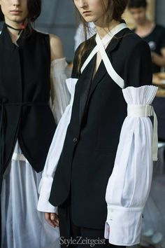 Ann Demeulemeester S/S17. Our bard has interesting fashion