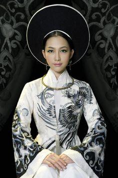 Vietnamese Ao Dai \ http://www.pinterest.com/pin/138837600984613517/