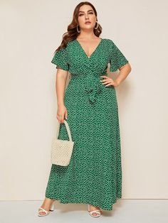 To find out about the Plus Ditsy Floral Surplice Front Belted Dress at SHEIN, part of our latest Plus Size Dresses ready to shop online today! Plus Size Dresses, Plus Size Outfits, Short Sleeve Dresses, Como Fazer Short, Looks Plus Size, Looks Chic, Leopard Dress, Plus Size Fashion For Women, Wrap Dress Floral