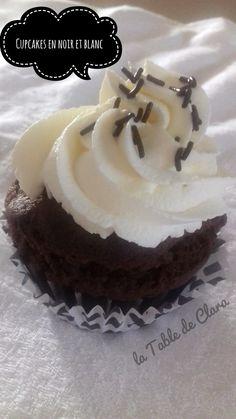 Cupcakes en noir et blanc Cupcakes, Food, Individual Desserts, Greedy People, Black N White, Chocolates, Cupcake Cakes, Essen, Meals