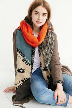 Intarsia Knit Scarf - Urban Outfitters, We're trying to stay warm here! Women's Bandanas, Urban Outfitters Clothes, Cozy Scarf, Blanket Scarf, Street Style, Street Chic, Autumn Winter Fashion, Winter Style, Fall Fashion