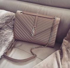 Find tips and tricks, amazing ideas for Burberry handbags. Discover and try out new things about Burberry handbags site Luxury Bags, Luxury Handbags, Purses And Handbags, Ysl Handbags, Designer Handbags, Designer Bags, Sac Yves Saint Laurent, St Laurent Bag, Shopper
