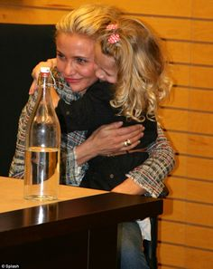 Getting broody? Cameron Diaz gave an adorable little girl a hug at her book signing in New Jersey on Tuesday January 2014 Cameron Diaz Hair, The Body Book, Broody, Book Signing, Cute Little Girls, Dreadlocks, Husband, Hair Styles, Hug