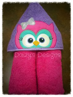 Toalla con capucha de buho Hooded Bath Towels, Bath Girls, Glitter Vinyl, Love Sewing, Craft Fairs, Toddler Outfits, Machine Embroidery Designs, Baby Dress, Sewing Projects