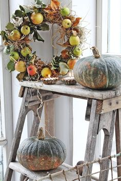 Fall home decor ideas are the good training for Halloween, Thanksgiving and Christmas time in every single year. Fall Home Decor, Autumn Home, Fruits Decoration, Corona Floral, Style Shabby Chic, Seasonal Decor, Holiday Decor, Vibeke Design, Autumn Decorating