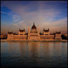 Országház by Pilar Azaña, via Flickr