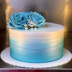 Discover our quick and easy recipe from Financiers to Cook Expert on Current Cuisine! Pretty Cakes, Beautiful Cakes, Amazing Cakes, Wilton Cake Decorating, Airbrush Cake, Indian Cake, My Birthday Cake, Blue Cakes, Easy Smoothie Recipes