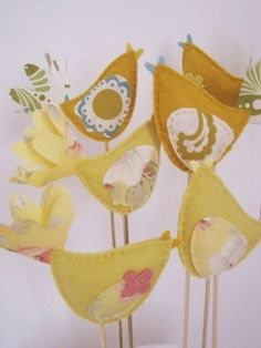 24 DIY Love Birds Wedding Theme Ideas | Confetti Daydreams - Woolen bird cake toppers that can also be used as part of a bird garland, cute brooches or pretty hair accessories ♥ #DIY #Lovebirds #Wedding #Theme ♥  ♥  ♥ LIKE US ON FB: www.facebook.com/confettidaydreams  ♥  ♥  ♥