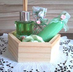 Kit com difusor de varetas,sachê,loção hidratante e mini sabonete. www.elo7.com.br/deisedejos