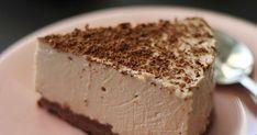Hyydytetty suklaajuustokakku maistuu hurmaavalta Fazerinalta - appelsiinilta ja suklaalta. Fazerina-juustokakun valmistat kätevästi hyydyttämällä. Home Bakery, Cheesecake, Baking, Desserts, Food, Tailgate Desserts, Deserts, Cheesecakes, Bakken
